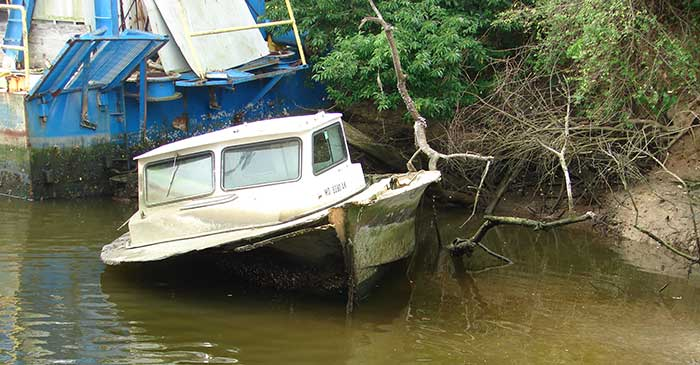 derelict-vessel-dumped-on-shore-of-Elizabeth-River-in-Norfolk